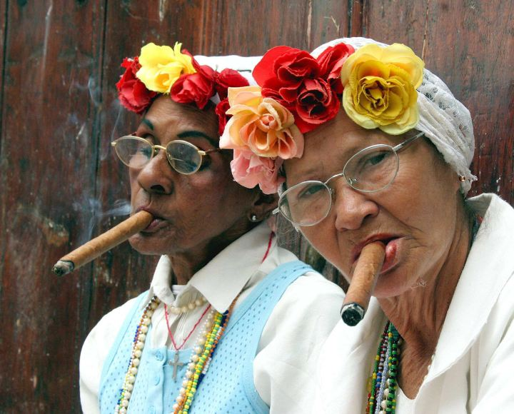 old-ladies_cigars1